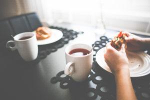 healthy-morning-snack-with-a-tea-picjumbo-com